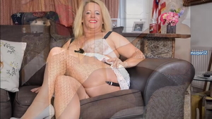 Mature Lucy Gresty really likes hard ramming