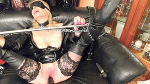 Blonde likes torture HD