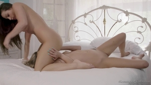 Long hair Abigail Mac facesitting in the bed