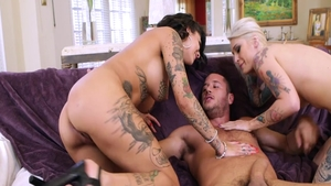 Raw sex in company with tattooed babe Bonnie Rotten