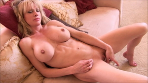 Muscle Raquel Sultra flashing