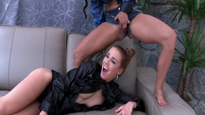 Alexis Crystal in tandem with slut Crystal Gold pussy fucking