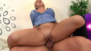 Blonde Lilith Lee feels the need for nailing HD