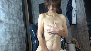 Japanese granny goes in for handjob in HD