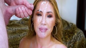 Very hawt asian babe Kianna Dior loves getting facial in HD