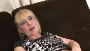 Horny granny finds irresistible fucking in HD