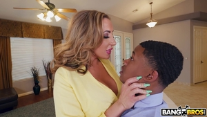 Big butt blonde haired Richelle Ryan interracial banging in HD