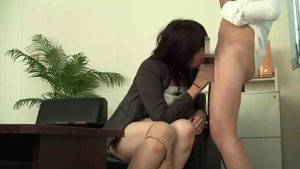 Japanese MILF has a passion for sex scene in HD
