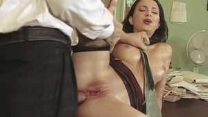Long legs Veronica Sinclair rough threesome in the kitchen
