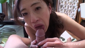 Hairy married chick takes dildo