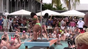 Very hot amateur striptease in the pool