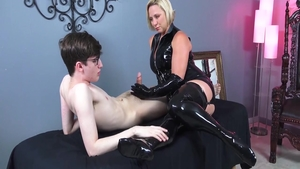 Fetish handjob accompanied by horny stepmom